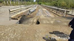 Паводок зруйнував частину моста у Маршинцях, рух на ньому не відновлюють