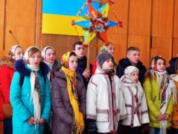 Буковинські школярі наколядували майже вісім тисяч гривень для вояків АТО