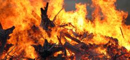 На Буковині пенсіонер впав у багаття, коли спалював сухе листя