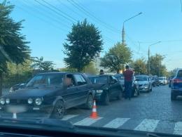 У Чернівцях на Гагаріна три авто потрапили в ДТП (фото)