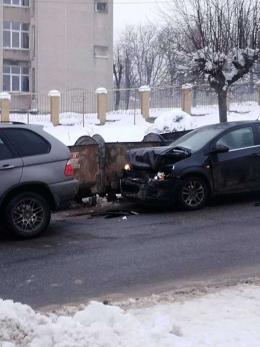 У Чернівцях на Сторожинецькій зіткнулись два автомобілі (фото)