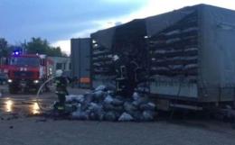 У Чернівцях посеред вулиці горів причеп вантажівки (фото)