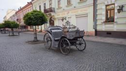 З Кобилянської для реставрації колес заберуть ковану карету