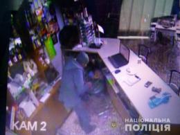 На Буковині поліція затримала зловмисника, який обікрав жінку в кафе