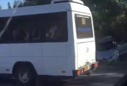 На Буковині зіштовхнулися легковик та міктоавтобус «Mercedes» (відео)