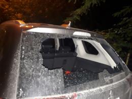 У Чернівцях невідомі побили вікна автівок активіста партії Порошенка (фото)