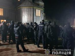 У храмі на Буковині сталася сутичка між вірянами (відео)
