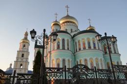 Проросійські кола розповсюджують фейки про утиски румунської церкви в Україні