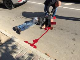 На Сторожинецькій у Чернівцях чоловік розбився на смерть, раптово впавши на дорогу (фото)