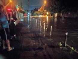 У Чернівцях через зливу затопило низку вулиць (фото+відео)