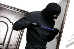 У Чернівцях поліція затримала зловмисників на місці злочину