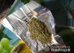 На Буковині жінка знайшла у співмешканця наркотики і «здала» його поліції