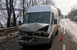 На Буковині зіткнулись мікроавтобус і позашляховик