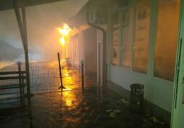 На Буковині гасили масштабну пожежу: горіла автомийка, кафе та магазин (фото)