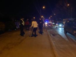 """У Чернівцях """"Chrysler"""" збив жінку, яка переходила дорогу в недозволеному місці (фото)"""