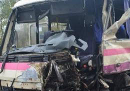 На Буковині зіткнулися автомобіль і автобус