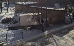 У Чернівцях на території дитячого садочка організували справжнє сміттєзвалище (фото)