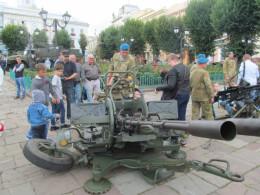 На Центральній площі Чернівців військові демонструють озброєння та техніку гарнізону