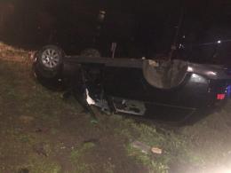 """На Буковині п'яна водійка """"Audi A6"""" протаранила дорожнє кільце, авто перекинулось (фото)"""