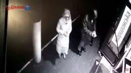 На Буковині поліція затримала осіб, які розклеювали антиагітаційні листівки