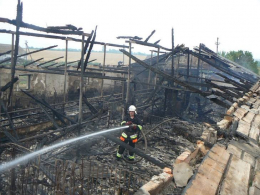На Буковині у селі Хряцька горіла покинута свиноферма