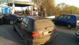 На Буковині на кордоні страйкували авто з іноземними номерами