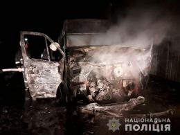 В Остриці дві невідомі особи підпалили «Mercedes-Benz Sprinter»