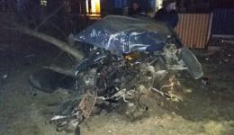 """На Буковині """"Фольксваген-Пассат"""" розтрощив опору, загинув водій"""