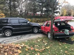 На Кемпінгу у Чернівцях легковик зіткнувся з мікроавтобусом та джипом (фото)