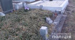 Поліція розшукала чоловіка, причетного до наруги над могилами на Кіцманщині