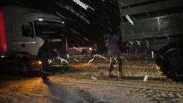 На Буковині рятувальники витягли зі снігових заметів 26 вантажівок (фото)
