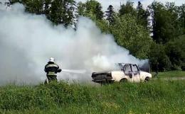 На Буковині ліквідували пожежу в автомобілі (відео)