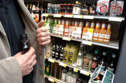 Викрили 40-річного чернівчанина, який викрав із супермаркету алкогольні напої