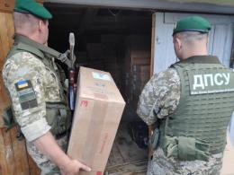 На Буковині правоохоронці вилучили велику партію контрабандних цигарок (фото)
