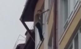 У Чернівцях врятували хлопця, який хотів стрибнути з 11 поверху (відео)