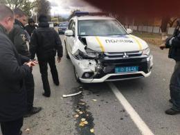 На Буковині службове авто поліції врізалось у позашляховик на «євробляхах» (фото)