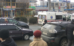 У Чернівцях джип та легковик не розминулись з швидкою
