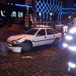 У Чернівцях на Головній п'яний водій скоїв ДТП і втік з місця пригоди