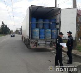 Поліцейські викрили міжнародний канал завезення спирту через Буковину: вилучили 67 тисяч літрів сировини