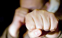 У Чернівцях під час бійки чоловік вдарив поліцейського