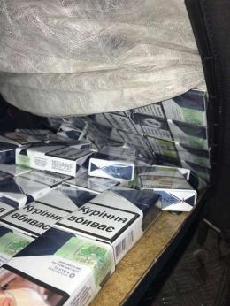 У Порубному затримали авто, яке повністю нашпигували цигарками (фото)