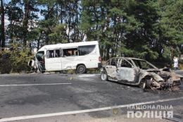 На трасі «Житомир-Чернівці» некерований BMW влетів у маршрутку (відео)