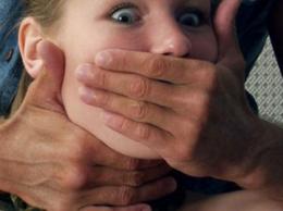На Буковині засудили чоловіка, який розбещував свою 13-річну доньку