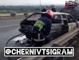 Неподалік Чернівців на об'їзній дотла згорів легковик (відео)