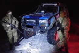 На Буковині прикордонники зупиняли пострілами порушників на позашляховику (фото)