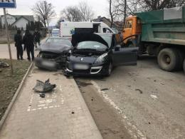 У Чернівців зіткнулось два автомобілі, водіїв госпіталізували