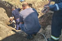 На Буковині чоловік провалився під грунт під час земляних робіт