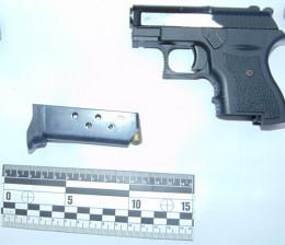 У Чернівцях чоловік возив в авто пістолет і гранату (фото)