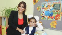 Співачка з Буковини віддала свою дочку в перший клас російської школи