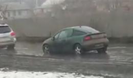 У Чернівцях біля Калинки водою підтопило вулицю